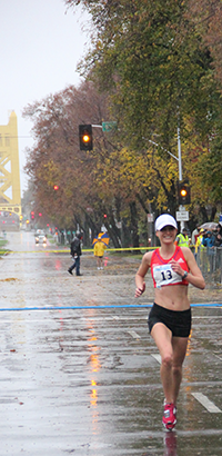 CIM winner Alisha Williams in the final meters of the 2012 event.